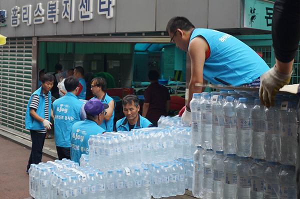 하이트진로, 건강한 여름 나기 위해 생수 지원