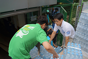 하이트진로, '건강한 여름 나기' 위한 생수 지원