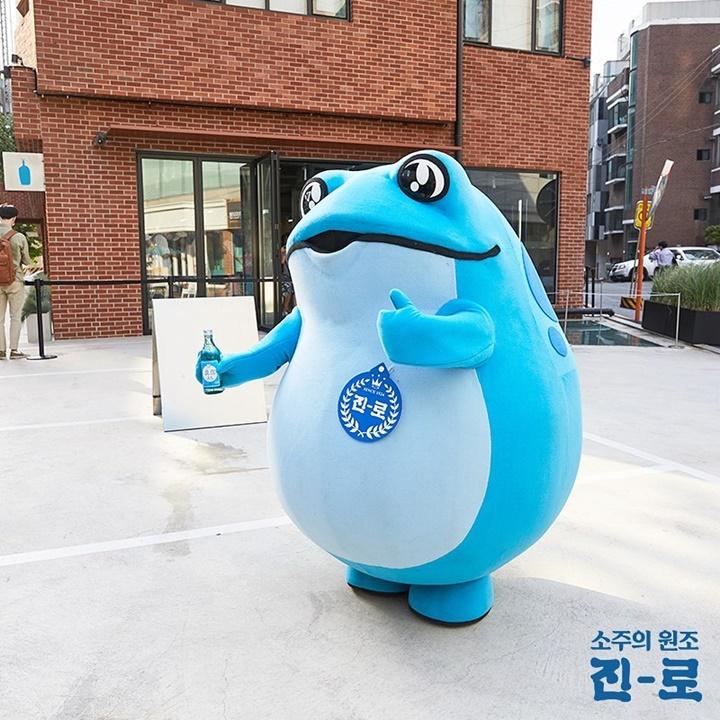 파란 병, 요즘 줄 서서 마신다며?!!