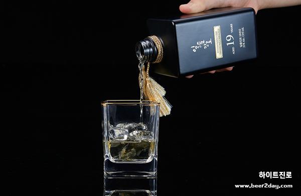 대한민국 최상급 프리미엄 名酒 <br> 일품진로 19년산 출시